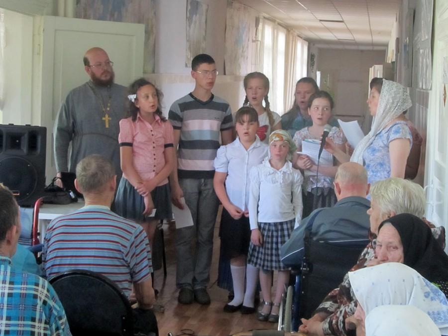 Статья концерт в доме престарелых макияж на дому для пожилых женщин